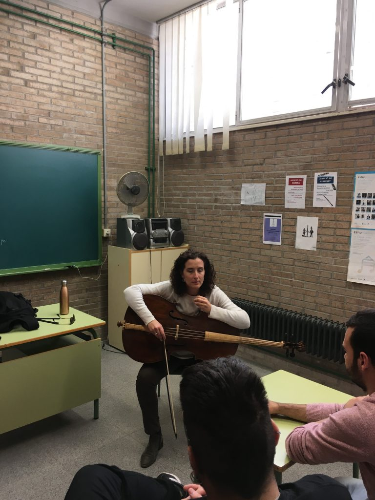 Taller de cello barroco a cargo de la profesora Regina Fuentes