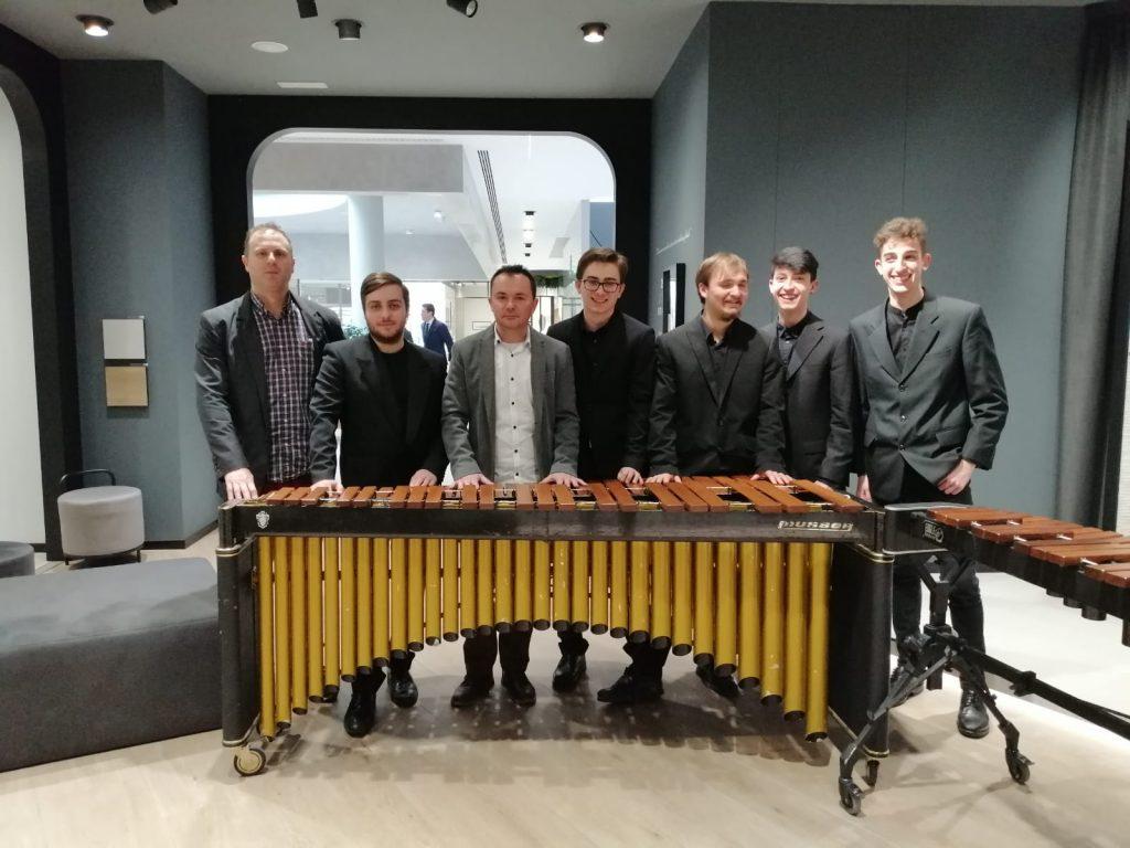 Concert a Porcelanosa Grupo. Percussió i saxofó.